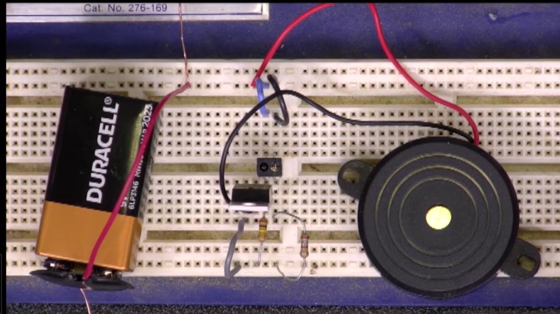 Circuit to make an alarm using a proximity sensor, MOSFET, and buzzer